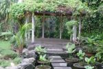 taman vertikal-tanaman rambat-terisnpirasi dari taman Inggris