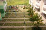 lapangan untuk area bermain di sekolah al azhar parahyangan.