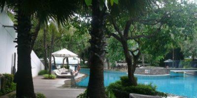kolam renang hotel double tree